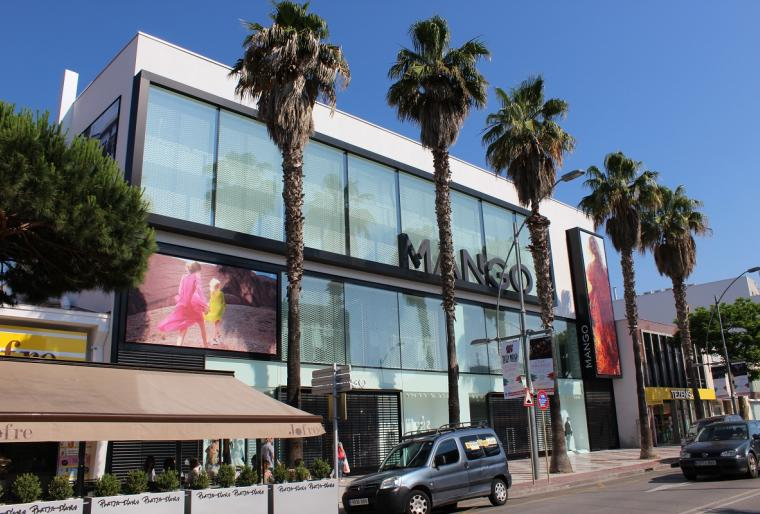 Edificio comercial corporativo Mango en Platja D'Aro